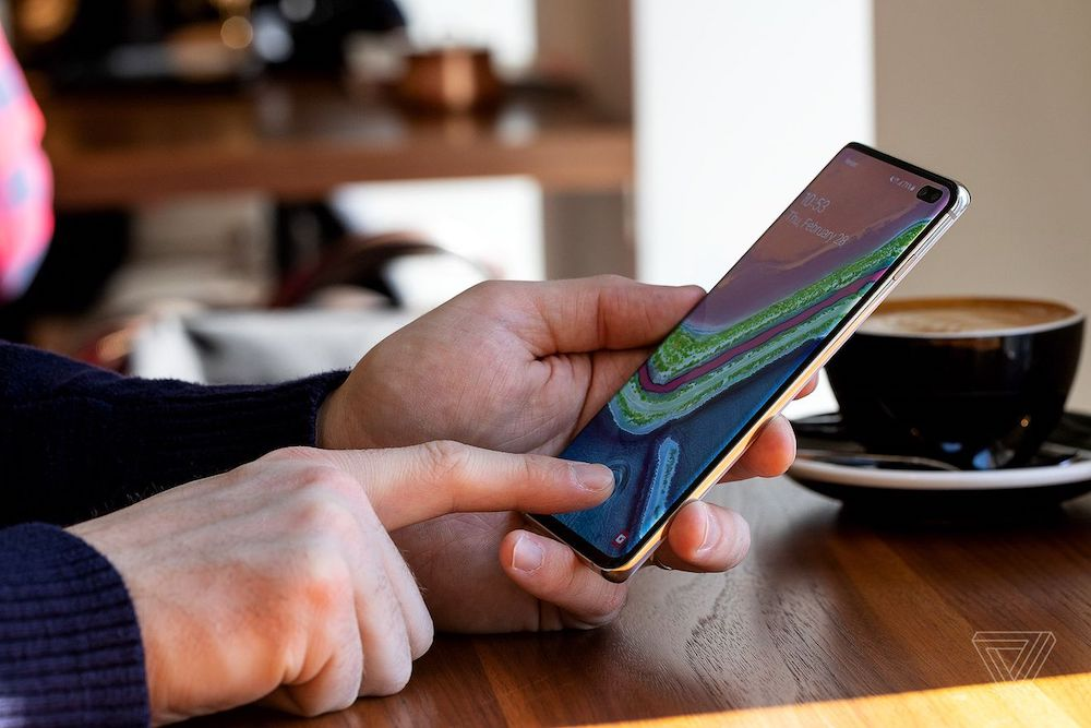 Samsung Galaxy s10 plus review: display